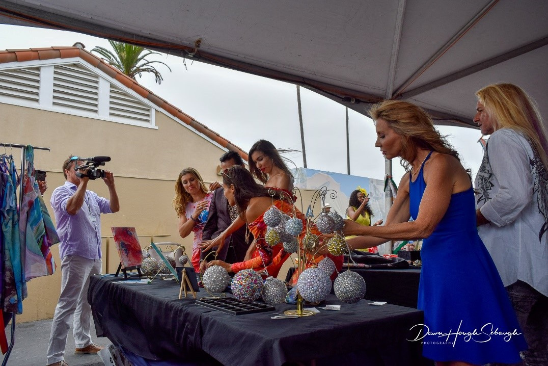 Del Mar Thoroughbred Club Presents the Ladies and Gents HOLIDAY AT THE RACES benefiting Susan G. Komen San Diego